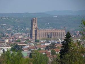 Albi  cathédrale depuis la route de Carlus 19 avr  10
