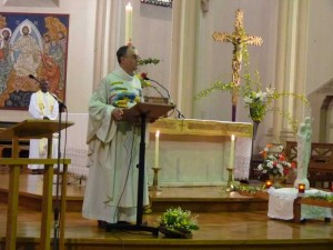 Carmaux servants autel 1er mai  2015  (18)