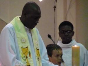 Carmaux servants autel 1er mai  2015  (20)