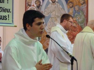 Carmaux servants autel 1er mai  2015  (22)